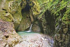 Podél trekových tras čekají nádherné vodopády a alpské říčky