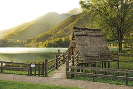 Takhle nějak se bydlelo v době bronzové a vy si to můžete vyzkoušet ve vesnici Molina di Ledro