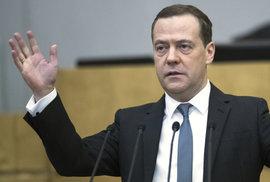 Ruská vláda podala demisi, oznámil premiér Medveděv. Reagoval tak na Putinovy návrhy…