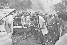 Vzpomínky na Srpen 68: Začal střílet ostrými náboji kolem nás a smál se