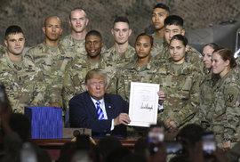 Trump podepsal rekordní peníze na armádu. Vyrovnají se 10 českým státním rozpočtům. Koho se obává?