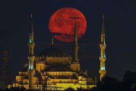 Politici a bankéři poslali Turecko do výprodeje. Nejvyšší čas vyrazit na dovolenou!…