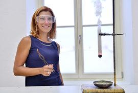 Nejoblíbenější česká učitelka chemie má recept, jak děti nadchnout pro vědu i jak se stát Dětským Ámosem
