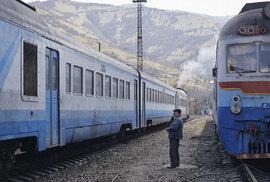 Vlak je připraven k odjezdu. Mizející železniční svět východní Evropy na romantických …