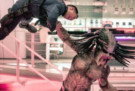 Nový Predátor: Evoluce stojí na mušketýrském étosu a vyhřezlých střevech