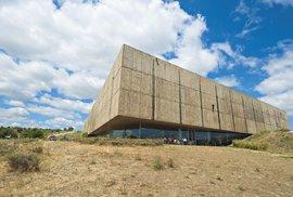 Muzeum de Côa představuje zlom tektonických desek, které vytvořily zdejší krajinu