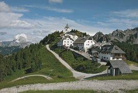 """Monte Lussari: """"Hora tří jazyků"""" je významnou kulturní hranicí a křesťanským poutním místem"""