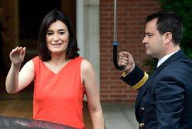 """Ministryně zdravotnictví rezignovala kvůli titulu a diplomce. Španělsko má svou """"Taťánu Malou"""""""
