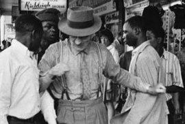 Pouze pro bílé: Unikátní snímky ukazují rasově rozdělenou Jižní Afriku v období apartheidu