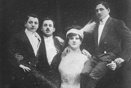 """Katie Brumbachová alias """"Velká Sandwina"""" se narodila do rodiny cirkusových umělců. Při vystoupeních v Evropě nabízela 100 marek komukoliv, kdo ji porazí v zápase. Nikomu se to nikdy nepovedlo. A to ani při jejích pozdějších vystoupeních ve Spojených státech. Ještě v 57 letech prý dokázala jednou rukou zvednout nad hlavu svého 80kilového manžela."""