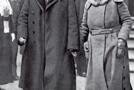 S chotí Charlottou, snímek bohužel není datován