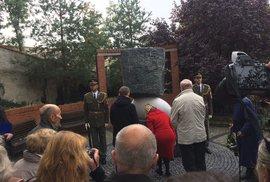 Park Ztracenka byl obohacen o nový pomník obětem nacistického i komunistického režimu.