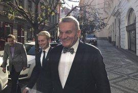 Kandidát na primátora za ODS Bohuslav Svoboda přichází do volebního štábu strany