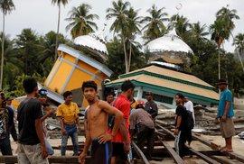 Po zemětřesení a tsunami na indonéském ostrově Sulawesi je nejméně 1650 mrtvých. (6.10.2018)