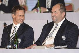 Rudolf Řepka a Miroslav Pelta na valné hromadě fotbalové asociace v roce 2016