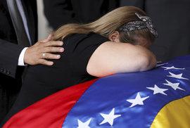 Z Venezuely utekly miliony lidí, na bankovkách ubylo pět nul, země se rozkládá