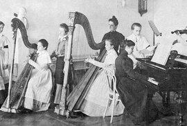 Továrna na ruské šlechtičny: Jak žily a v čem se vzdělávaly urozené dívky ve slavném Smolném institutu?