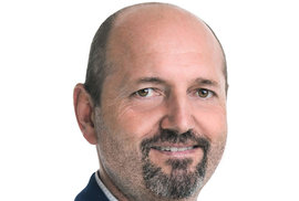 Pavel Karpíšek (ODS) - obvod Rokycany (č. 8): S téměř 70 procenty ve druhém kole porazil dosavadní senátorku Miladu Emmerovou z ČSSD. v letech 2004 až 2016 byl zastupitelem Plzeňského kraje, od roku 1993 je buď starosta, nebo místostarosta Vejprnic na Plzeňsku.
