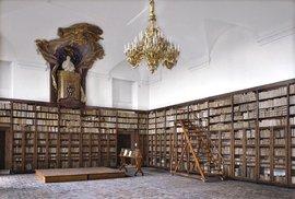 Češi jsou čtvrtí největší knihomolové na světě. Vědci zjistili, jak užitečné je být při dospívání obklopen knihami