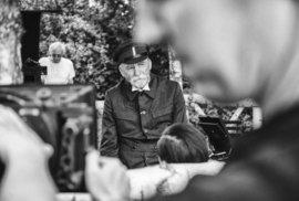 Snímky z natáčení filmu Hovory s TGM: Natáčelo se na přelomu dubna a května v parku Topoľčianskeho zámku. V místech letního sídla prezidenta Masaryka. V místech, kde Capek a Masaryk své hovory vedli