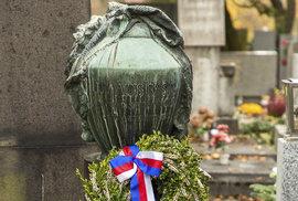 Hrob na hřbitově Šárka u kostela sv. Matěje v Praze-Dejvicích