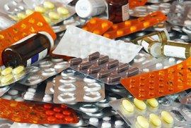 """Prodejci """"zázračných"""" pilulek vydírají občany nevyžádanými zásilkami. Jak se bránit?"""
