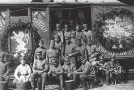 Desetitisíce československých legionářů podnikly během bojů a následné repatriace nedobrovolnou cestu kolem světa.