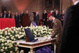 Na Pražském hradě začal 28.10.2018 ceremoniál, při kterém prezident Miloš Zeman udělil státní vyznamenání.
