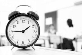 Pokud zavedeme celoročně zimní čas, hodináři mají problém. 90 procent hodin je konstruováno pro letní čas