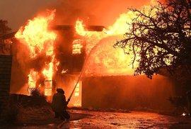 Kalifornská katastrofa z ptačí perspektivy. Takto vypadá požár, který zlikvidoval území větší než Praha