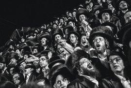 Izrael aortodoxní Židé jsou jeho častým tématem