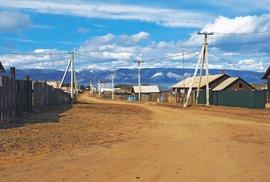 Naostrově je celkem devět osad, největší je Chužir