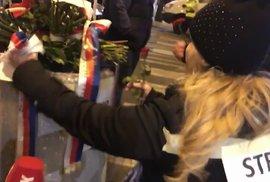 Bál se demonstrantů? Andrej Babiš položil květiny na Národní třídě o půlnoci. Potom…