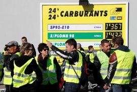 """""""Žluté vesty"""" chtějí dát najevo rozhořčení z plánovaného zvýšení daní z pohonných hmot, které by mělo vejít v platnost od ledna."""