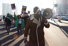 Protesty kvůli nizozemské vánoční postavě Černého Petra. Jedni lidé zobrazení podporují, podle jiných je rasistická.