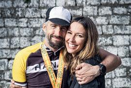 Joel se svou přítelkyní Raegan poletošním Dračím závodě