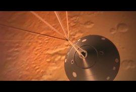 NASA slaví. Unikátní sonda InSight přistála na Marsu, úspěšně rozvinula solární panely a poslala fotku