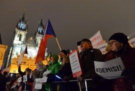 Seniora na Krym! Demonstranti na Staroměstském náměstí znovu požadovali demisi Andreje Babiše