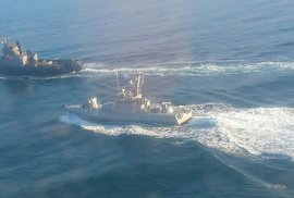Ukrajina obvinila Rusko ze střelby na lodě. V Kyjevě zasedá válečný kabinet