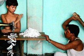 Děti do polí a továren: Fotograf upozorňuje na nelidské podmínky dětské práce v Bangladéši