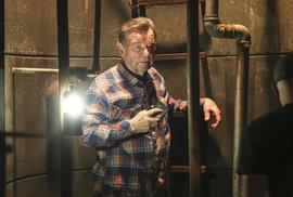 V seriálu pomůže ze studny Postráneckému Pavla Tomicová.