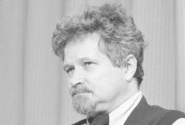 Petr Pithart od 13. února 1990 (* 2. ledna 1941) Místopředseda vlády do února 1990, kdy se stal předsedou české vlády. Do roku 1968 člen KSČ, po roce 1989 Občanského fóra, Občanského hnutí a KDU-ČSL. Pithart se stal senátorem a prvním předsedou Senátu. Je signatářem Charty 77. V roce 2003 neúspěšně kandidoval na pozici prezidenta republiky. Dodnes je veřejně činný.