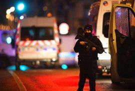 Útočník ve Štrasburgu zabil tři lidi, další zranil. Podezřelý ujel taxíkem, může být už mimo Francii