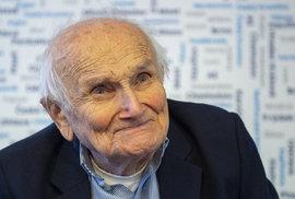 Jindra Hojer, 94 let, skaut. Takhle dnes vypadá pán, který se stal vzorem k jedné z postav Rychlých šípů
