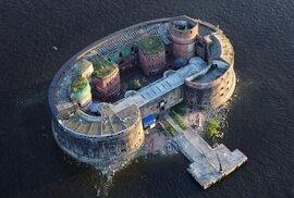 Tajemná pevnost Alexander, kde ruští vědci prováděli výzkumy nakažlivých nemocí.