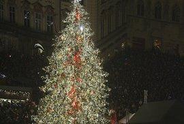 Takto vypadal staroměstský vánoční strom v roce 2006.