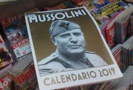 Je libo kalendář s Mussolinim? Poptávka po fašistických suvenýrech v Itálii závratně…