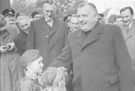 Tisův kult osobnosti. S laskavým svolením Slovenského národního archivu (SNA).
