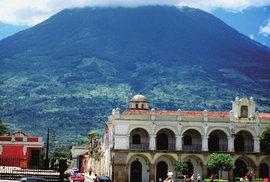 Doutnající strážci Guatemaly. To jsou majestátní sopky na jihozápadě země