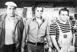 Engel (vlevo) a Srstka (vpravo) se znali celý život. Takhle si v roce 1974 zahráli (společně s J. Tomsou) ve filmu Motiv pro vraždu.